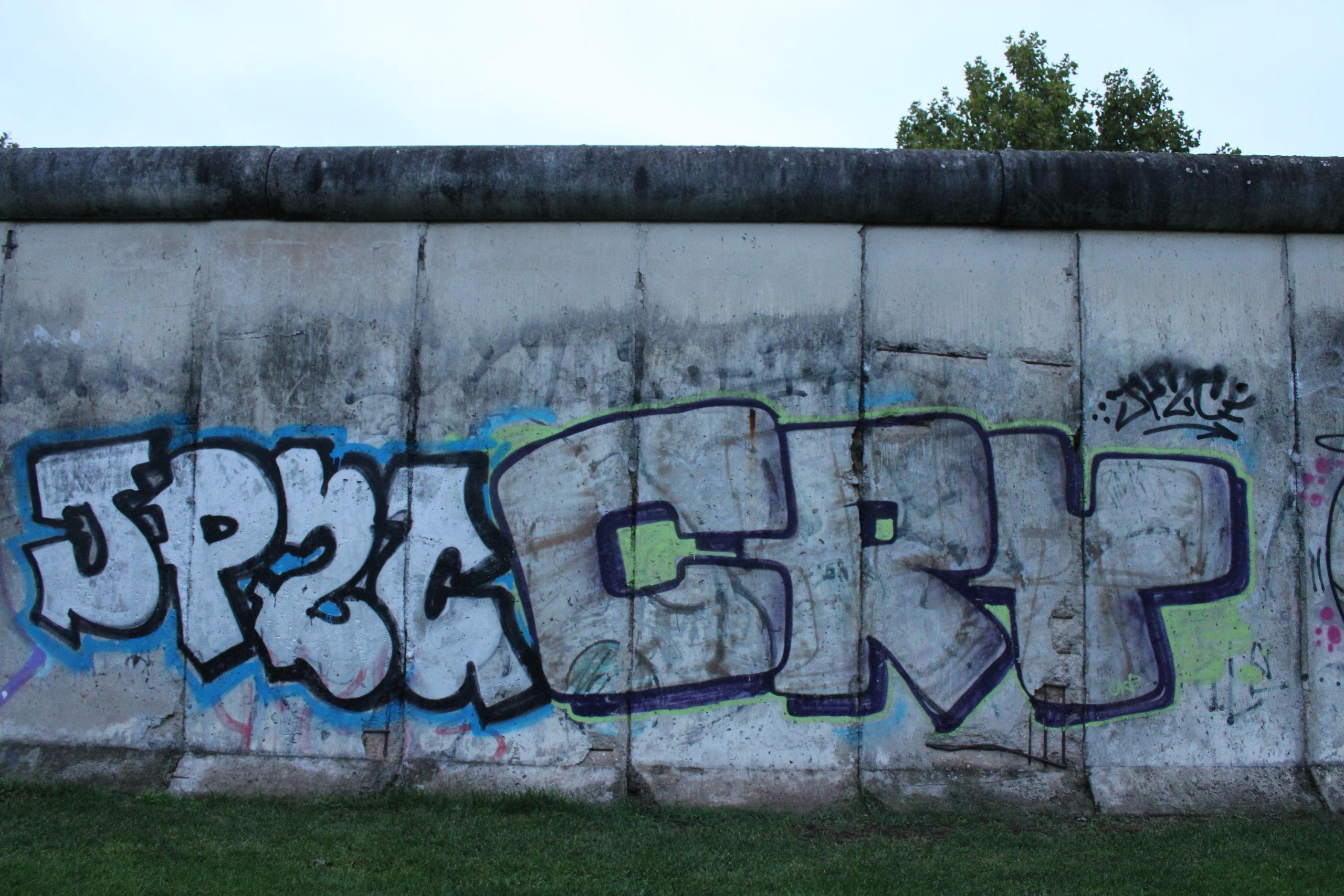 Doppellesung zum Mauerfall – Sachbuch und Roman
